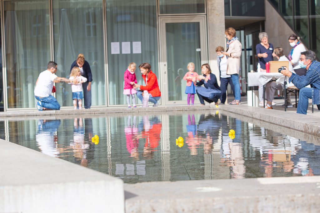 Bibliotheksfest - Entenrennen (Foto: Vincent Eisfeld, Stadtbibliothek)